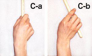 不自然なグリップ(C-a)(C-b)