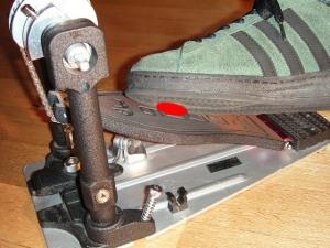 靴の外側ヘリを使ったフットワーク
