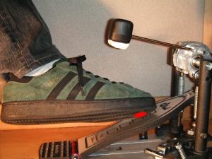 靴の内側ヘリを使ったフットワーク